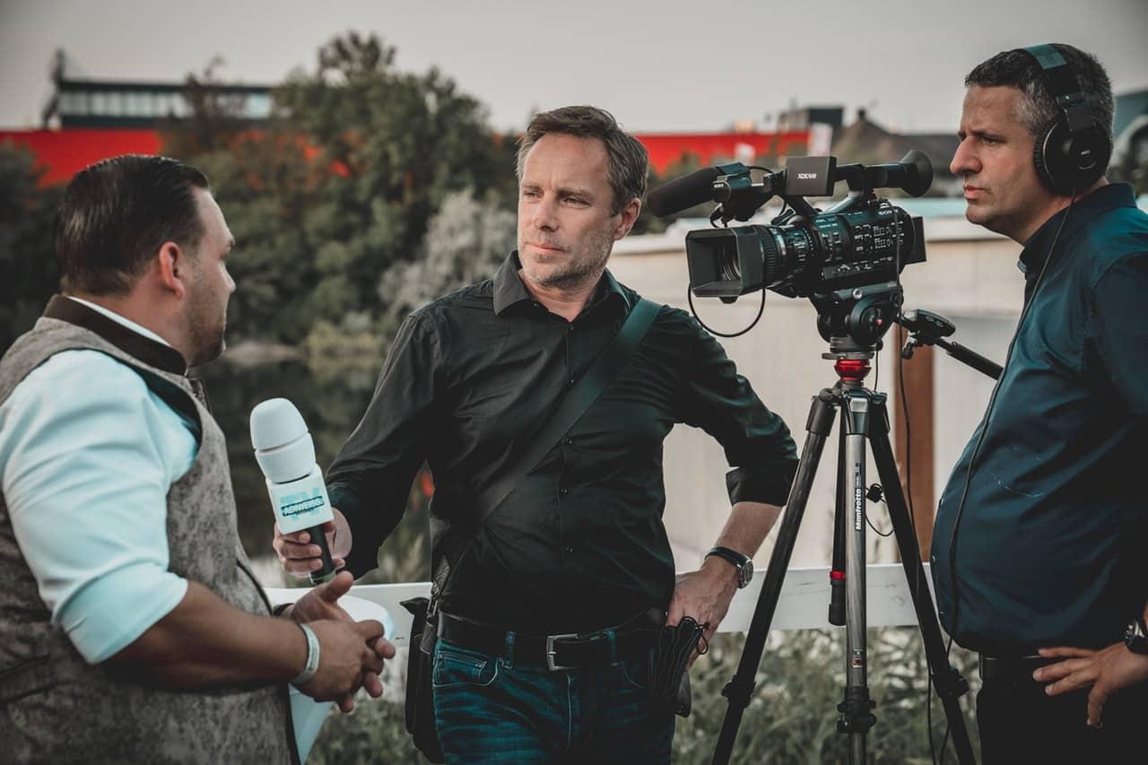 Cómo crear una estrategia de vídeos testimoniales